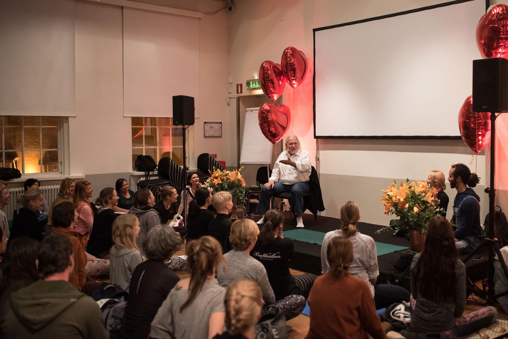 """""""Om yoga ses som en religion blir det bara en bland andra som förstör vår planet"""", säger Alan Finger."""