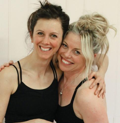 Brittiska ashtangaduon Retreat Sisters består av Katharine Lawrence och Jodie Jeacock.