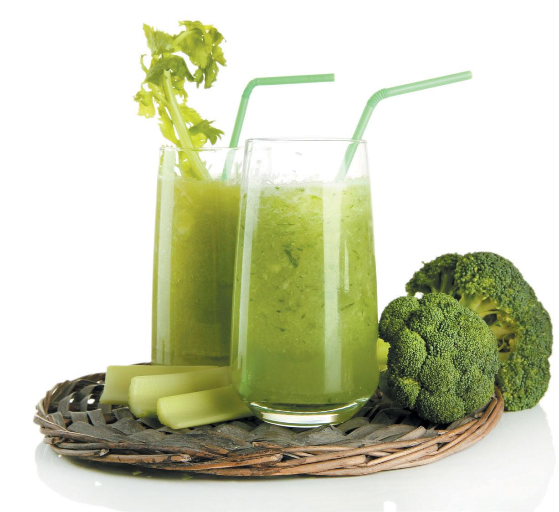 Gör proteinsmoothies baserade på grönsaker och nyttiga fetter som avokado och kokosmjölk för att hålla energin uppe.