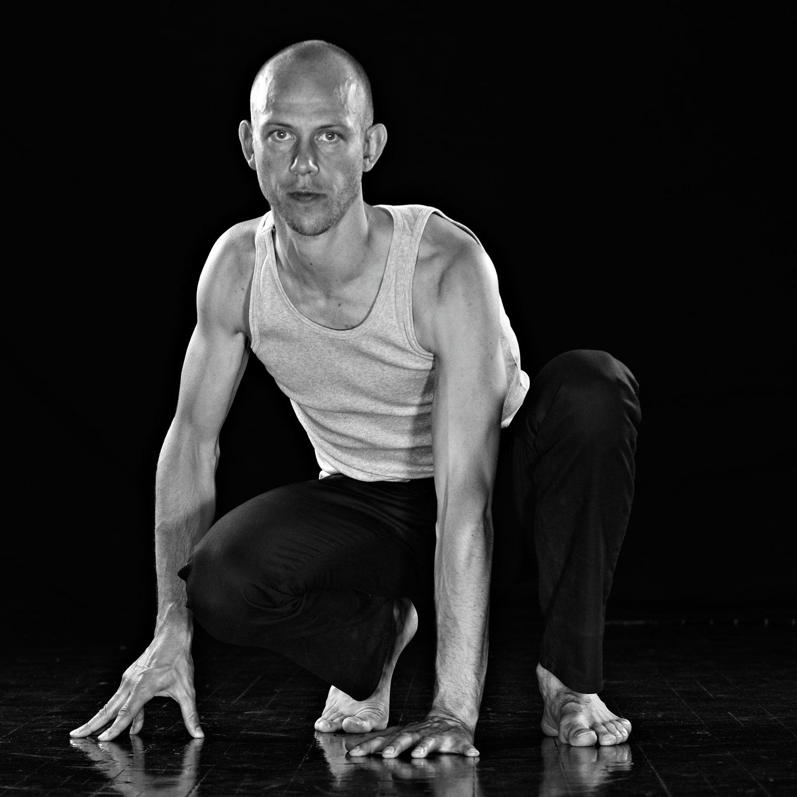 Simon Krohn är en av Skandinaviens främsta och mest anlitade yogalärare.