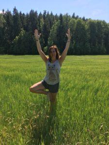Trädets position – Vrksasana  – ibland balans, ibland avslappning. Vad väljer du? Tips från en Virya Yoga Rehablärare